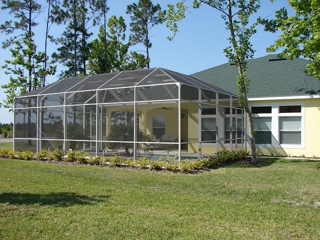 Veľká presklená terasa pred rodinným domom